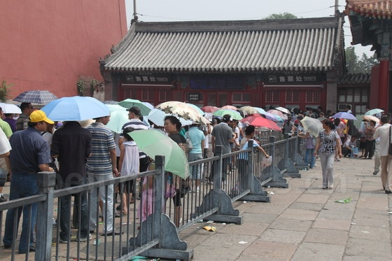 Queue up to purchase the entrance tickets at the south gate